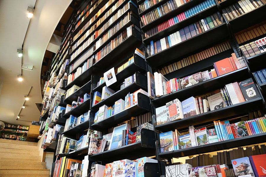 Looking for bookshops in Amsterdam? Here's a complete list of all Amsterdam bookstores with English books and a map to guide you: 30 Amsterdam Bookstores That Will Make You Forget Time #bookshops #bookstores #amsterdam