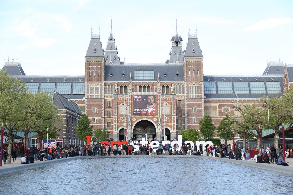 Instagrammable Amsterdam spots: iAmsterdam sign with a view on Rijksmuseum
