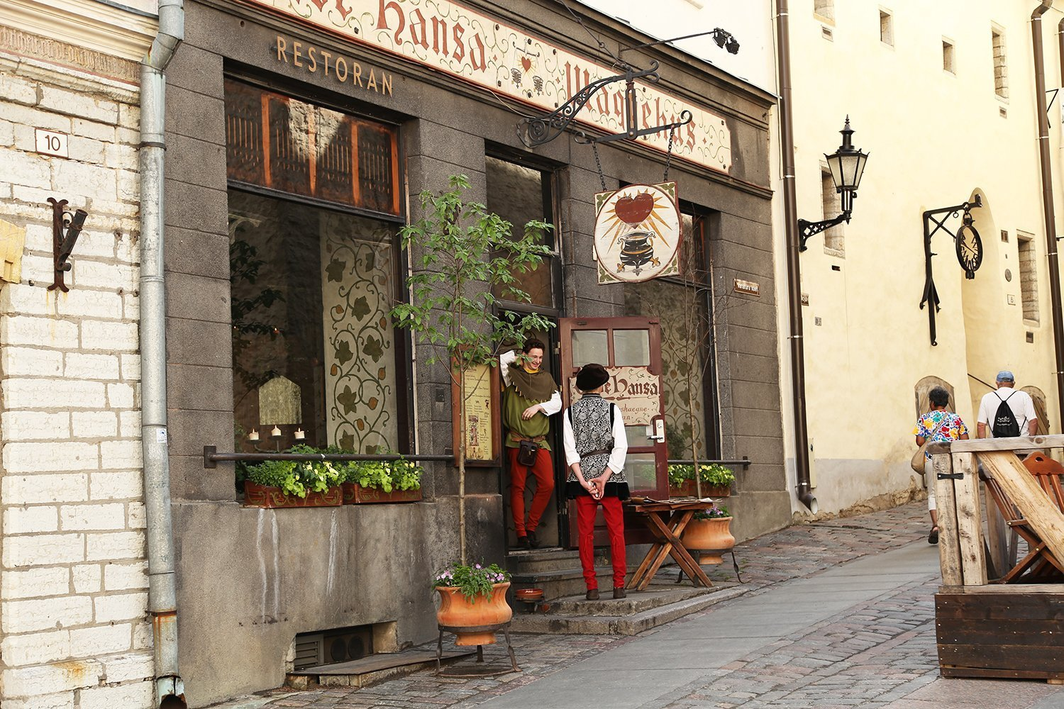 where to eat in tallinn old town 10 amazing places you 39 ll. Black Bedroom Furniture Sets. Home Design Ideas