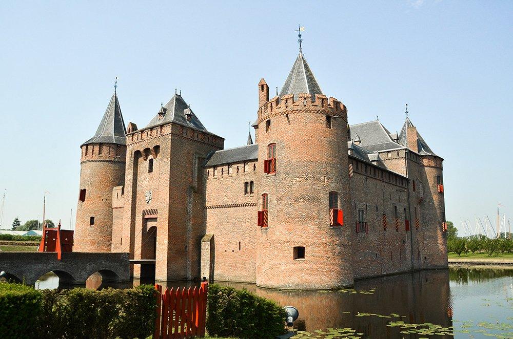 Choses à faire à Amsterdam en décembre: visitez Castle Muiderslot 365 jours d'exposition d'été