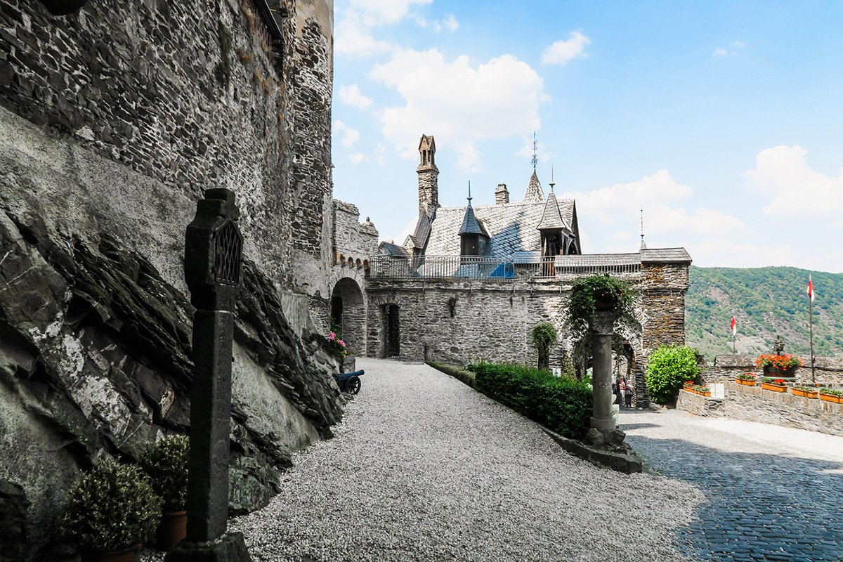 Beautiful courtyard and stone walls of the Cochem castle