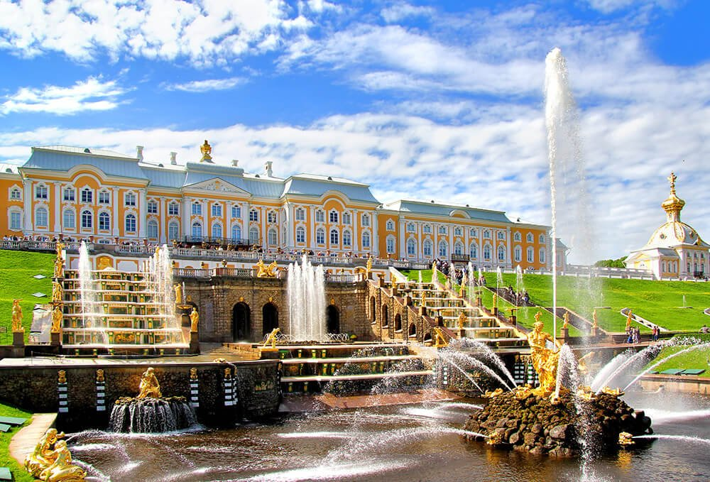 Peterhof fountains cascade - day trip from St Petersburg