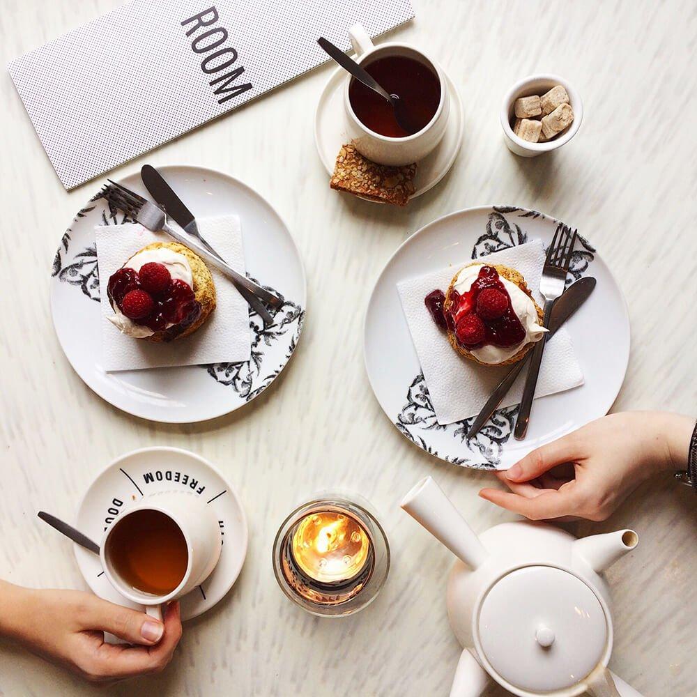 Dessert flatlay in cafe Droog Amsterdam