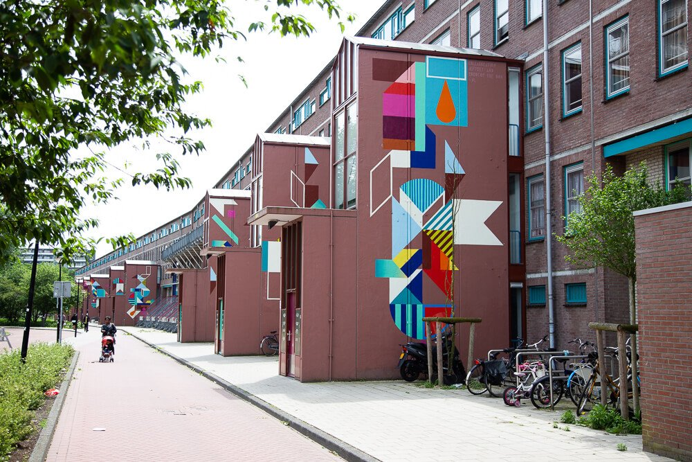 Alternative Amsterdam street art tour of the H-buurt: colorful wall murals