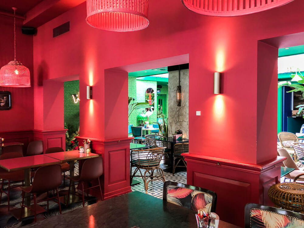 Streetfood Club pink walls and green backdrop interiors in Utrecht