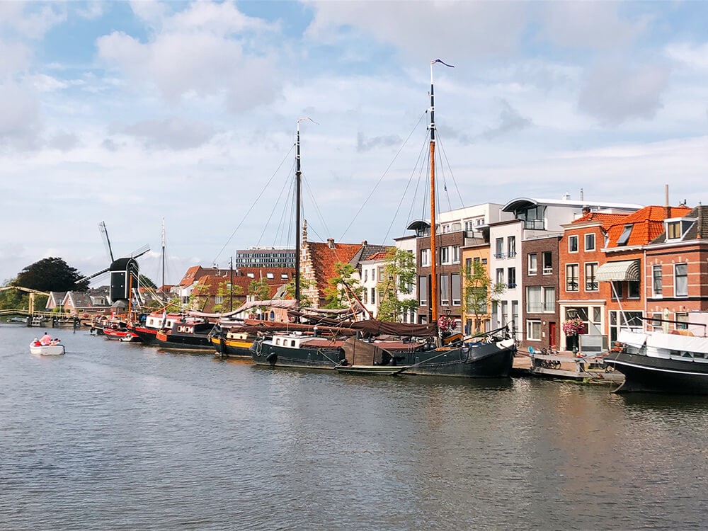 Leiden canals during the day